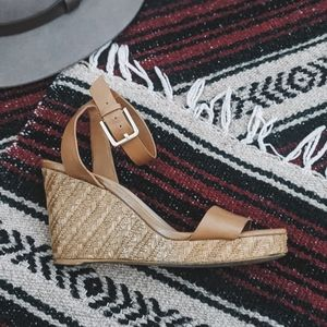 ✨SALE✨ALDO Perfect Tan Wedge